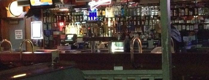 Hoggsbreath Restaurant & Bar is one of สถานที่ที่ Jenny ถูกใจ.