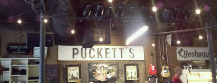 Puckett's Grocery & Restaurant is one of Lisaさんのお気に入りスポット.