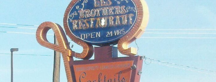 Les Brothers Restaurant is one of Posti salvati di Nikkia J.