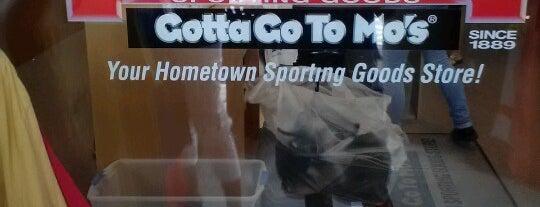 Modell's Sporting Goods is one of Marciaさんのお気に入りスポット.