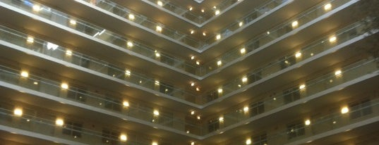 Sky Lobby at The Embassy Suites is one of Locais curtidos por Andy.