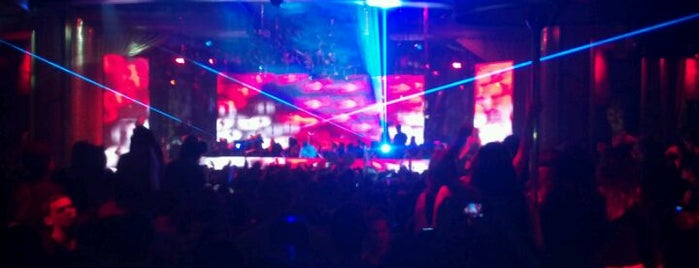 XS Nightclub is one of my TOP Glamorous Trendy spot list.