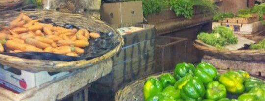 Port Louis Central Market is one of สถานที่ที่ Eser Ozan ถูกใจ.