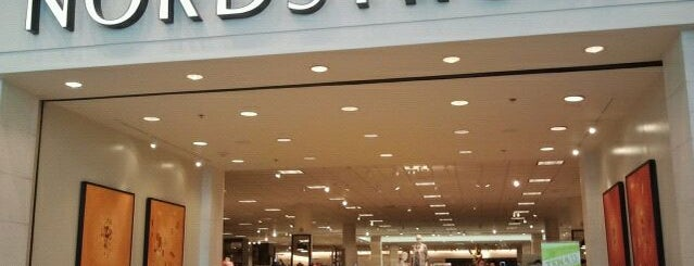 Nordstrom is one of Tempat yang Disukai Tracie.