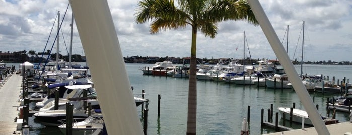 Sarasota Yacht Club is one of Annieさんのお気に入りスポット.