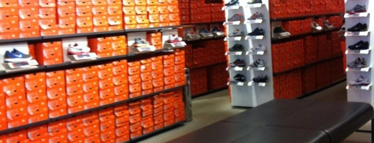 Nike Factory Store is one of Orte, die Priscila gefallen.