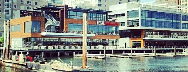 Legal Harborside - Floor 3 is one of Rooftop Bars in Boston.