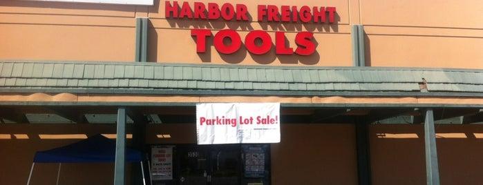Harbor Freight Tools is one of Tempat yang Disukai Larissa.