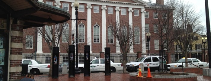 Harvard Square is one of Orte, die Luis Felipe gefallen.