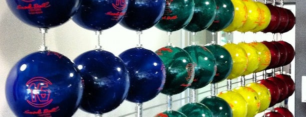 Googleplex - Bowling Alley is one of Lugares favoritos de Jennifer.