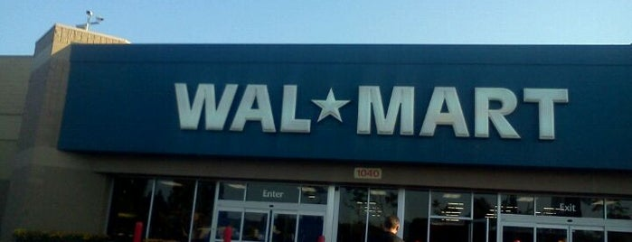 Walmart is one of สถานที่ที่ Funz ถูกใจ.