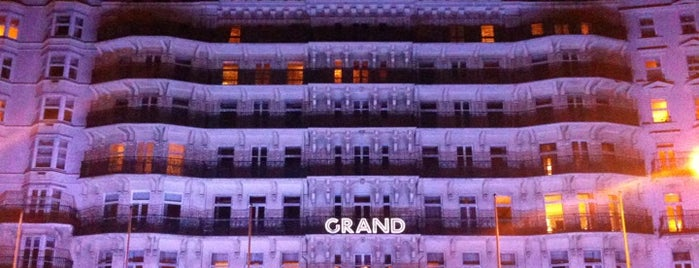 The Grand Hotel is one of Lieux qui ont plu à Martins.