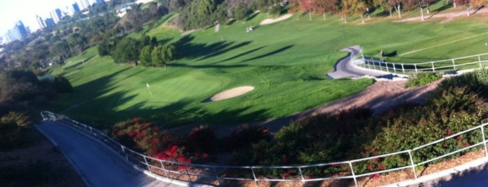Tobey's 19th Hole Restaurant is one of San Diego Bucket List.