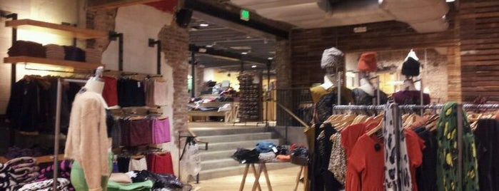 Urban Outfitters is one of Posti salvati di Jacque.