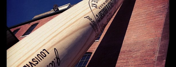 Louisville Slugger Museum & Factory is one of Locais salvos de Lizzie.