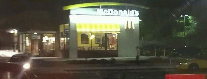 McDonald's is one of Locais curtidos por Jala.
