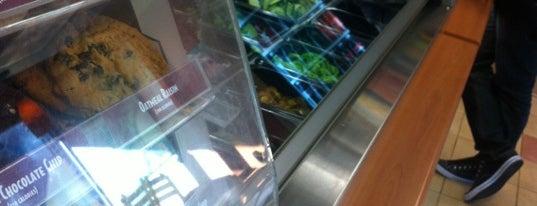 Subway is one of Locais curtidos por Lisa.