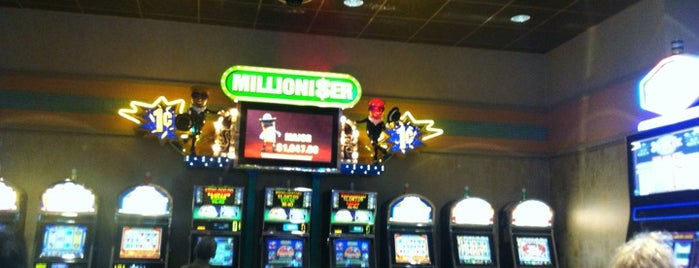 Rainmaker Casino is one of Lugares favoritos de Matt.
