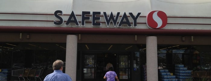 Safeway is one of Lugares favoritos de Roy.