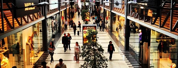ТРЦ «Космополіт» / Cosmopolite Mall is one of Posti che sono piaciuti a Lena.