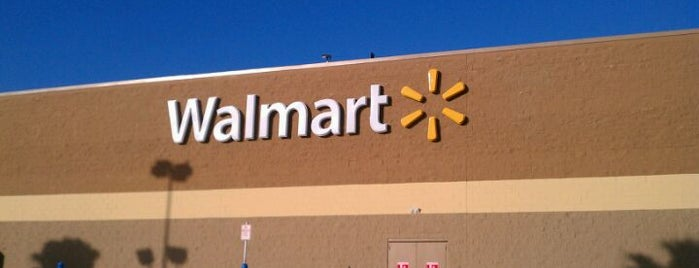 Walmart Supercenter is one of Locais salvos de Carla.