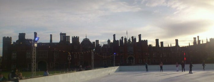 Hampton Court Palace Ice Rink is one of Delさんのお気に入りスポット.