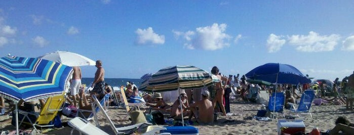Playa Bikini is one of Posti salvati di Wayne.