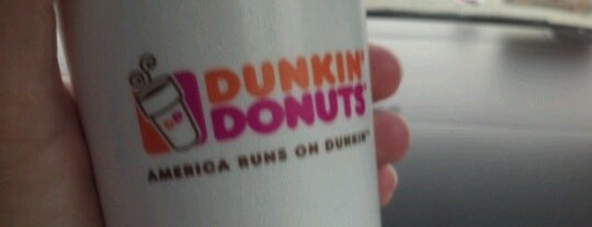 Dunkin' is one of Lugares favoritos de Chrissy.