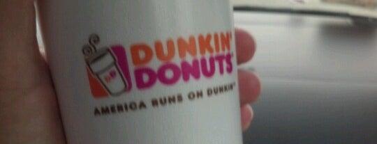 Dunkin' is one of Tempat yang Disukai Chrissy.
