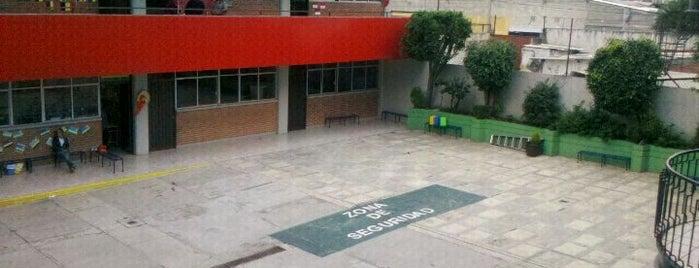 Centro Escolar Lancaster is one of Brenda'nın Beğendiği Mekanlar.