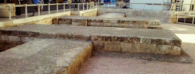 Ruinas de Colón (Portal dels Jueus) is one of Valencia.