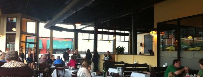 Crust Italian Kitchen & Bar is one of สถานที่ที่ Megan ถูกใจ.