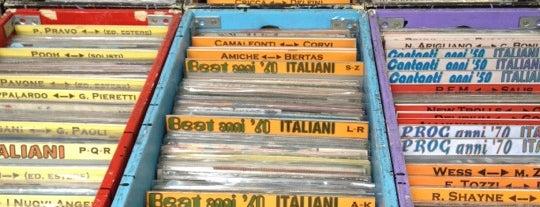 Mercato di Porta Portese is one of Books everywhere I..