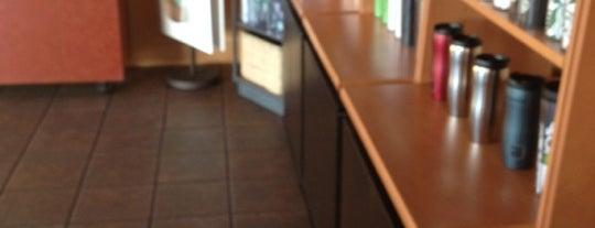 Starbucks is one of Lugares favoritos de Brandi.
