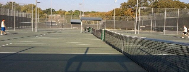 Caswell Tennis Center is one of Orte, die José gefallen.