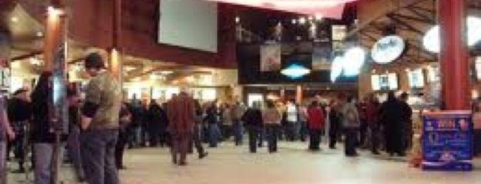 Cineplex Cinemas is one of Nick'in Beğendiği Mekanlar.