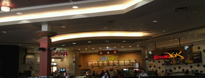 Orchard Park Food Court is one of Victoria-starさんのお気に入りスポット.