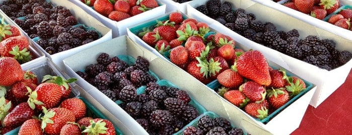 Certified Farmer's Market is one of Mom Springs🌴.