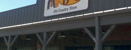 Cracker Barrel Old Country Store is one of Briさんのお気に入りスポット.