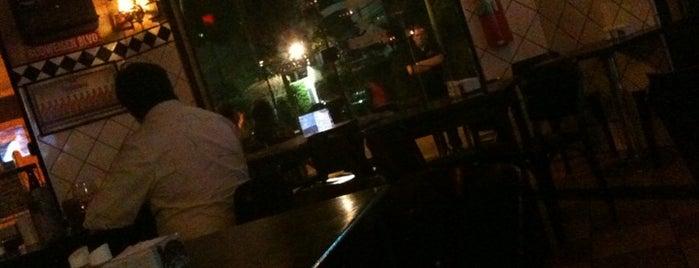 Astros Sports Bar is one of Restaurantes, Bares e Coffee Shops favoritos.