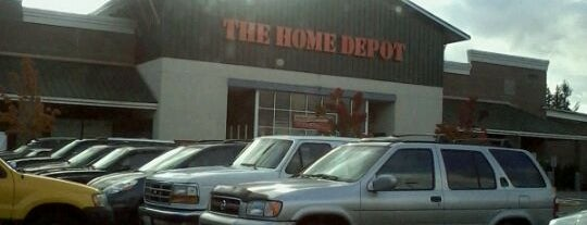 The Home Depot is one of Orte, die Ishka gefallen.