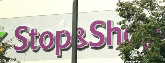 Stop & Shop is one of Glen 님이 좋아한 장소.