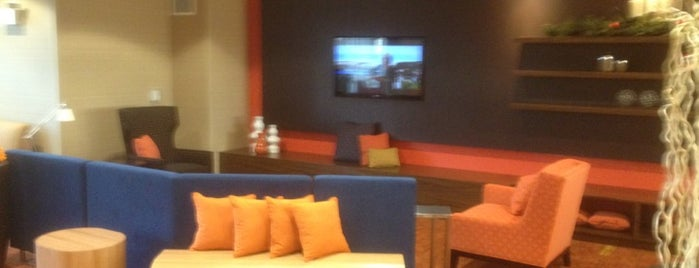 Courtyard by Marriott Milwaukee Downtown is one of Tempat yang Disukai Julie.