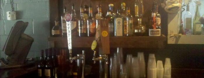 The Drop In Bar & Deli is one of Posti che sono piaciuti a Tyra.
