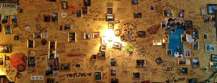 R.M.C.M. Ramones Museum is one of Lieux sauvegardés par zityboy.