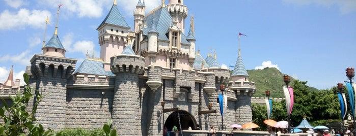 Sleeping Beauty's Castle is one of Tempat yang Disukai Shura.