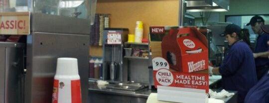 Wendy's is one of สถานที่ที่ Jodi ถูกใจ.