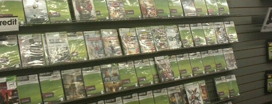 GameStop is one of Locais curtidos por Maurice.