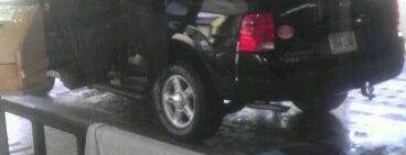 Magic Car Wash is one of สถานที่ที่ Vince ถูกใจ.