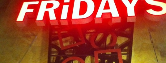 TGI Fridays is one of Tempat yang Disukai Ashley.